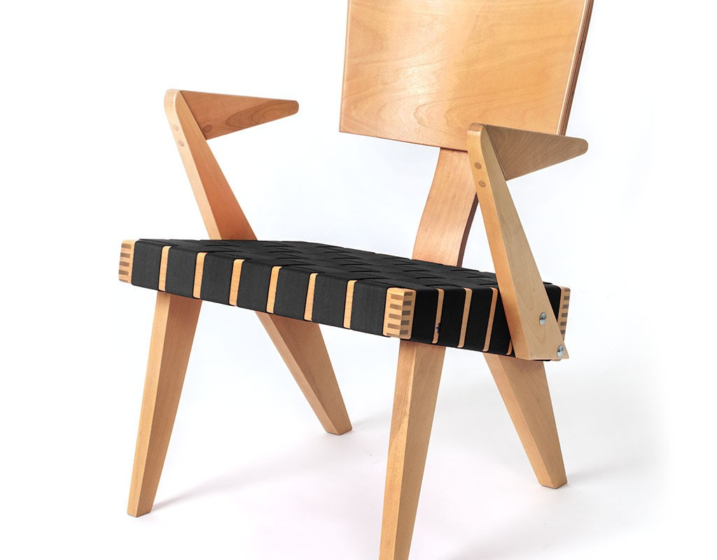 SpannerByGus_LoungeChairWithArms-Light_Birch-black_1024x1024